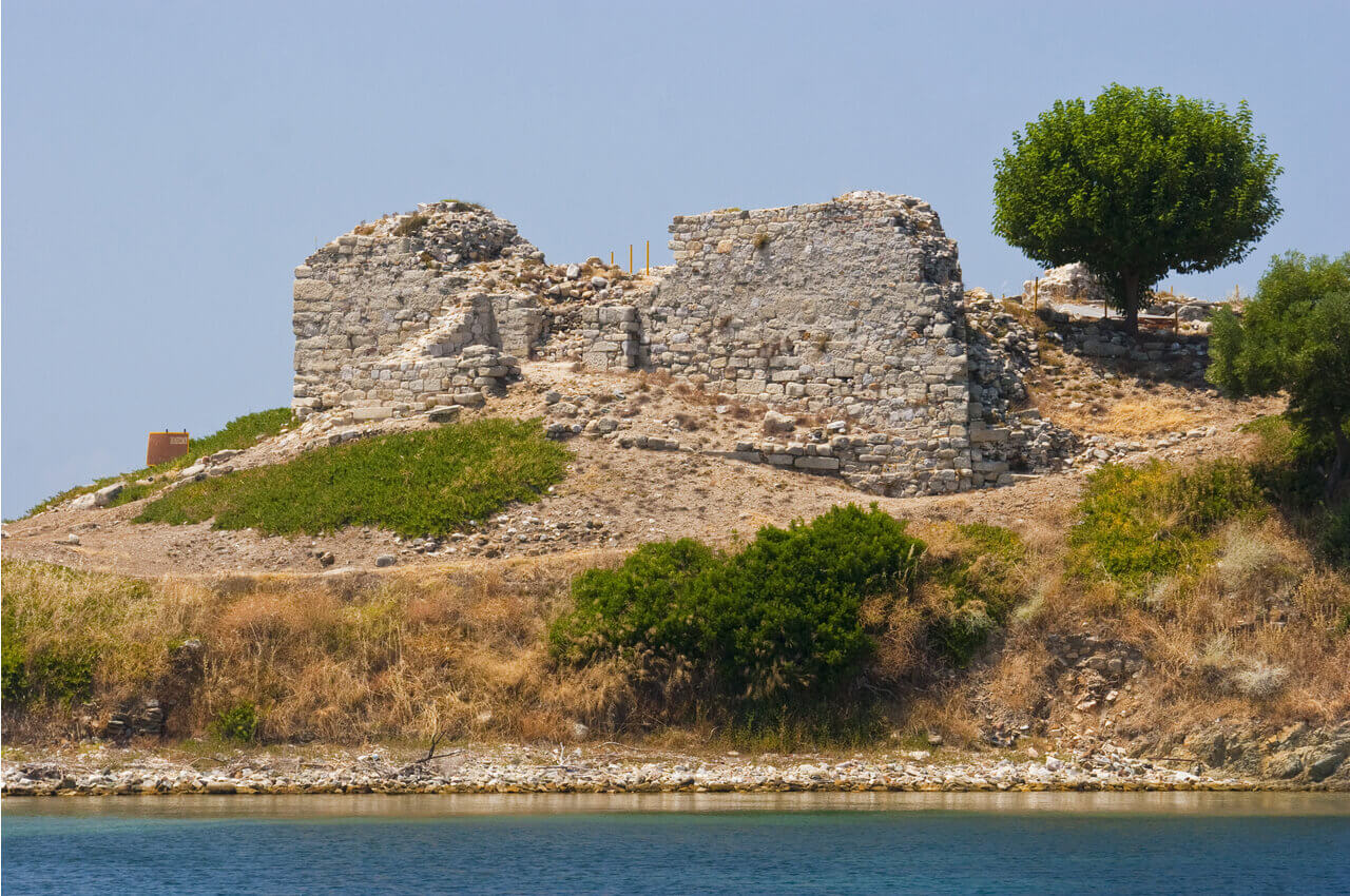 5 Archaeological Sites of Halkidiki that are worth visiting - Ancient Toroni - Lykythos Castle - Alpha Drive Rent a Car