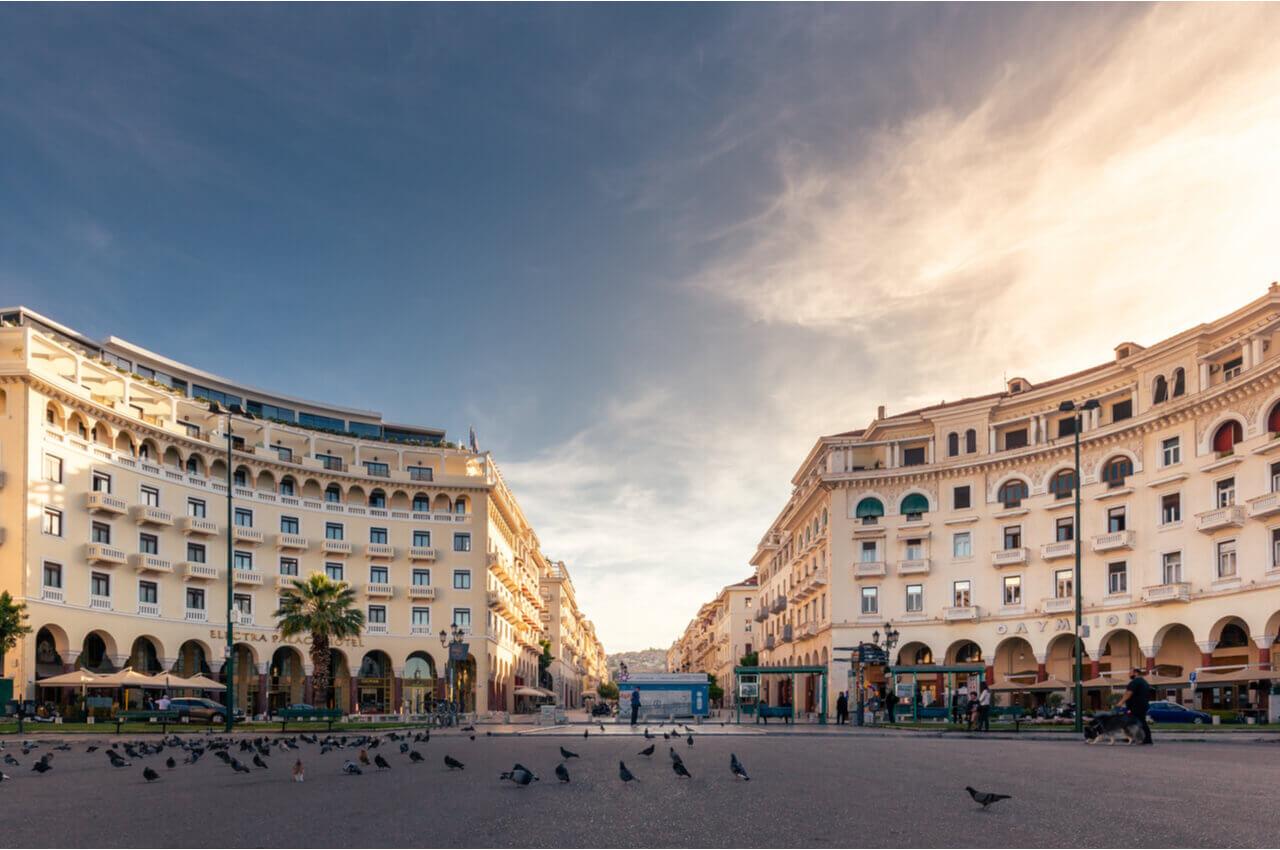4 Sehenswürdigkeiten von Thessaloniki, die Sie sofort nach Ihrer Ankunft besuchen müssen-Machen Sie eine Tour über den Aristoteles-Platz-Alpha Drive Rent a car